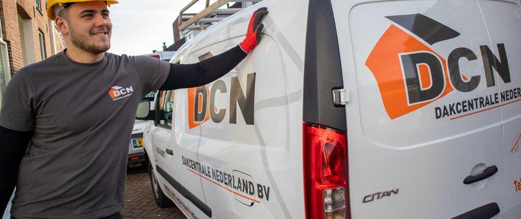 Dakdekker bij bus van Dakcentrale Nederland